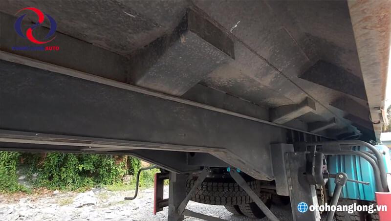 Mooc ben sở hữu 2 dầm chính là dầm I đúc nguyên khối, bằng thép cường lực tiêu chuẩn Nhật SM490YA có bản lớn, kích thước bản dầm chính: Cao, rộng, dày (50 x 14 x 1,5cm).