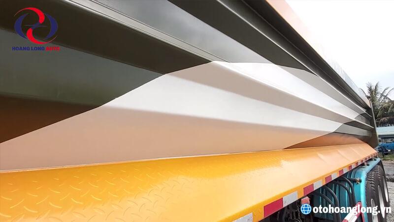 Hai bên hông thành thùng được dập nổi các gân sóng lớn tăng cứng chống phình thùng, chống xô, chống lật, chống đổ hiệu quả cao.