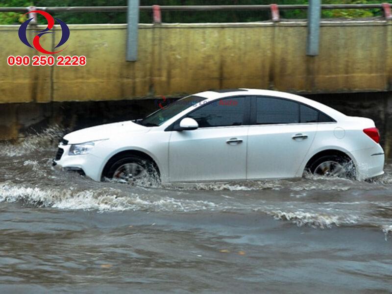 Gầm xe thấp rất ngại đường ngập nước